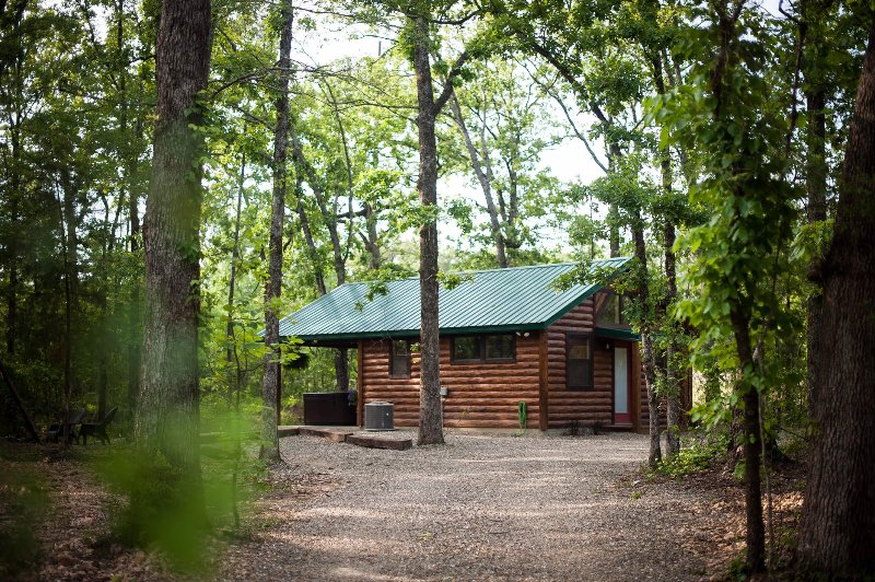 Ain't Life Grand Honeymoon Cabin WiFi and Hot Tub, vacation rental in Hochatown