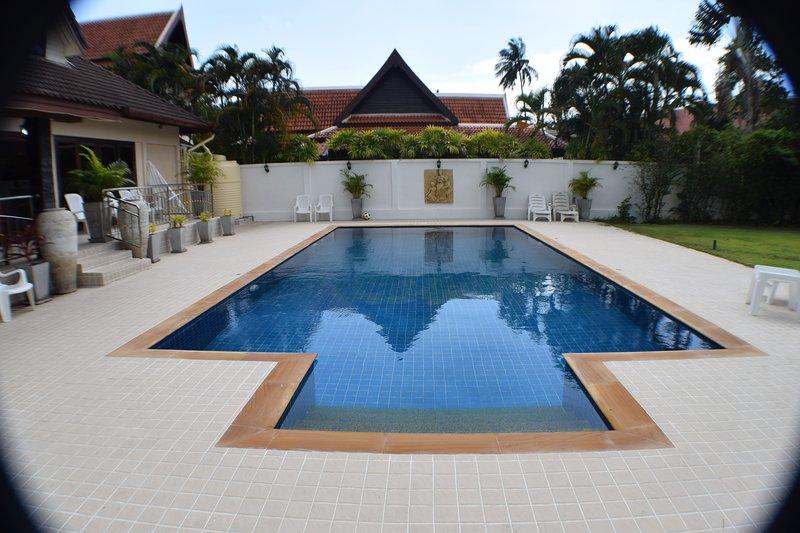 Baan Suan -5 Bed Pool Villa Phuket, holiday rental in Rawai