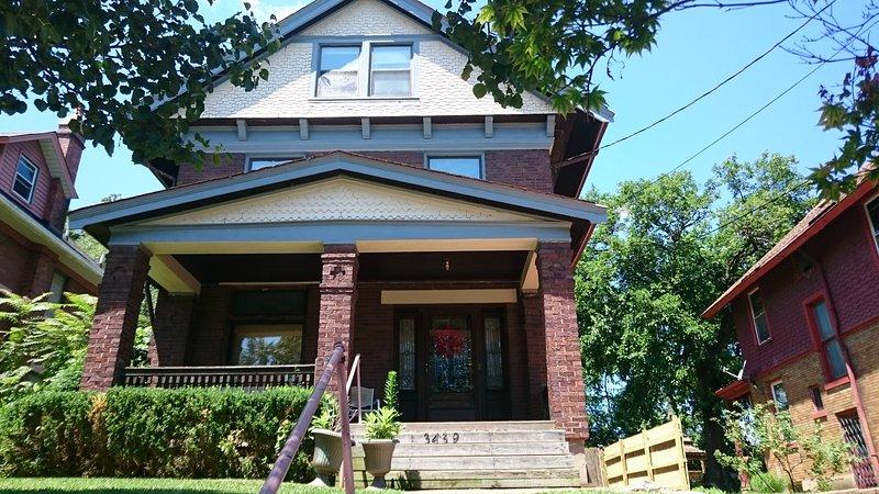 big house by walnut hill high school, holiday rental in Taft