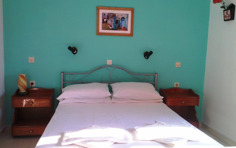 First floor Spacious Double bedroomed Apartment w/sea view at Yanna's Apartments, location de vacances à Velonades