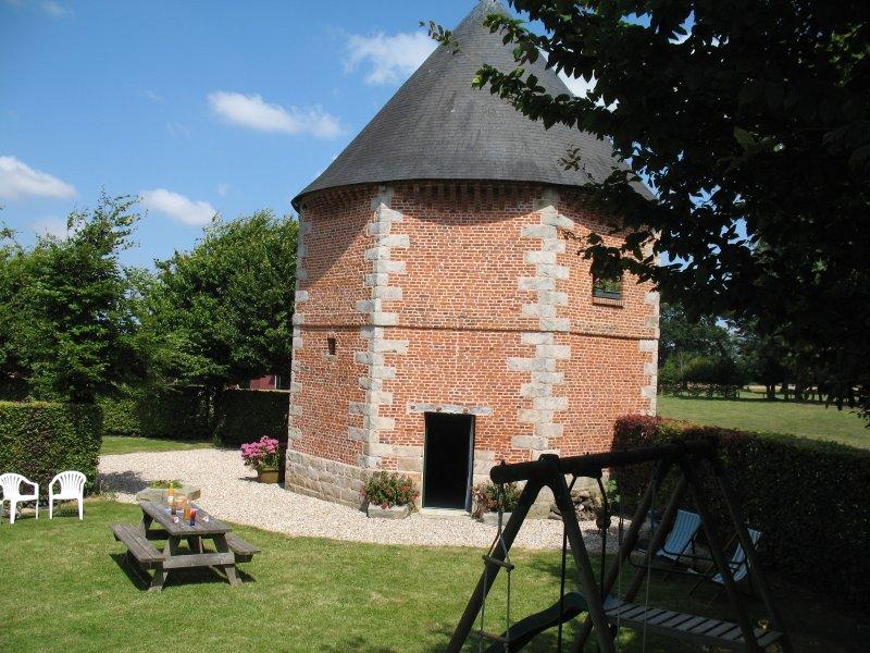 La Printanière Normandie, un ancien pigeonnier, holiday rental in Auffay