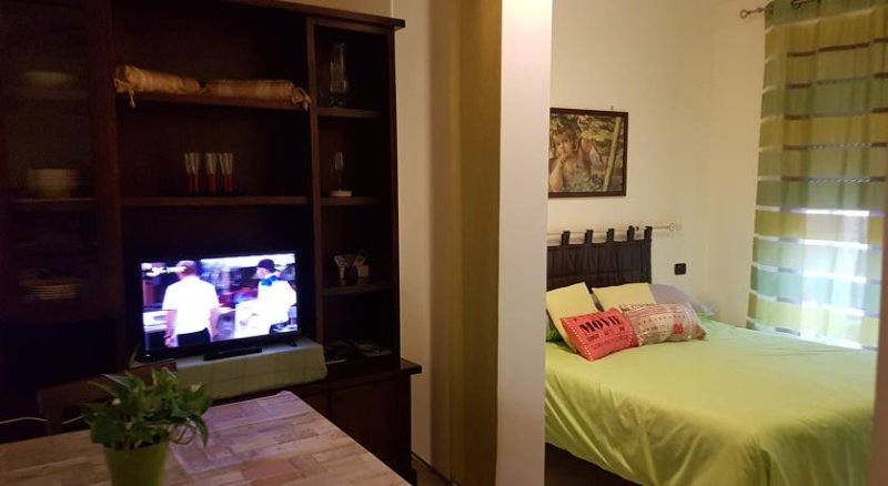 Room with bathroom and TV in Assisi. daily rent