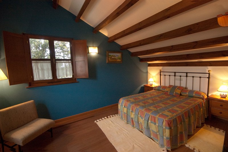 El Cueto de los Collado - Apartamento Independiente 4-6 people, holiday rental in Camango