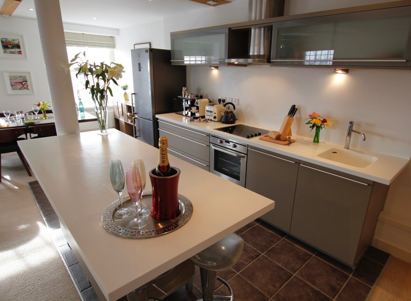 The Admiral's Quarters Luxury 2 Bed Apartment with Stunning Views of Portsmouth, location de vacances à Gosport