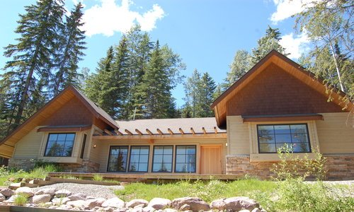 The Pinnacle: This beautiful 3 bedroom/2 bathroom home is located all on one level and is the highest on mountain home!