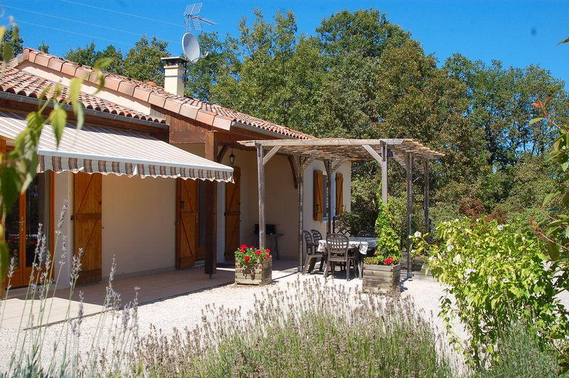 Terrasse und Gartenbereich für die Mahlzeiten im Freien