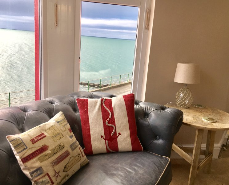 1st floor lounge bay windows mountain and sea views!!