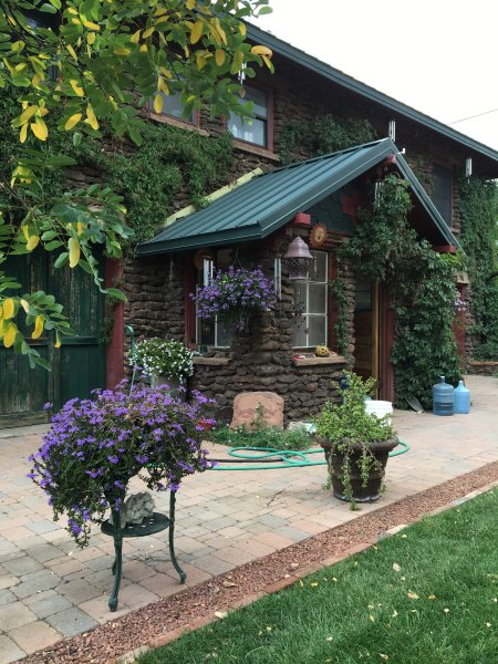 Historic Downtown Carriage House Apartment, vacation rental in Flagstaff