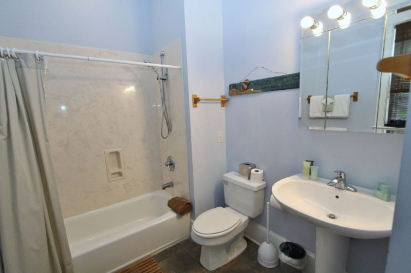 Ground Floor King Bathroom