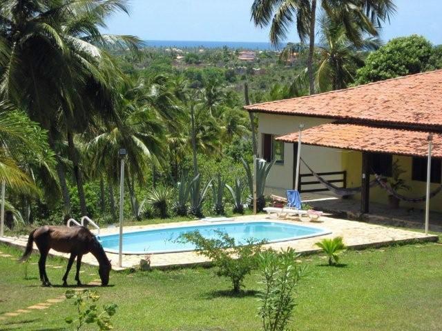 casa principal y la piscina