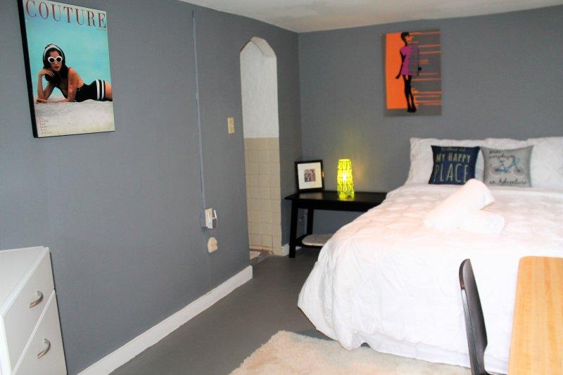 Lovely Studio near CDC, Emory, Sleeps 2, holiday rental in Clarkston