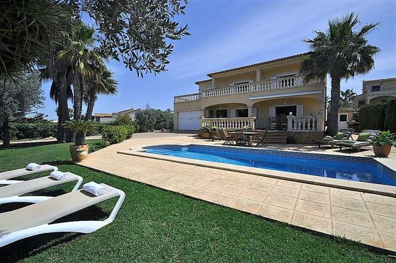 Villa SA TORRE for 10 people Children welcome. Ideal for families - Free Wifi, holiday rental in Puig de Ros