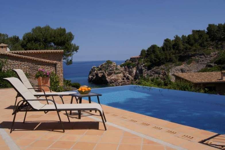 VILLA DEL MAR- Villa Cala Deia. Private pool and exterior. Air conditioning. BBQ, holiday rental in Llucalcari