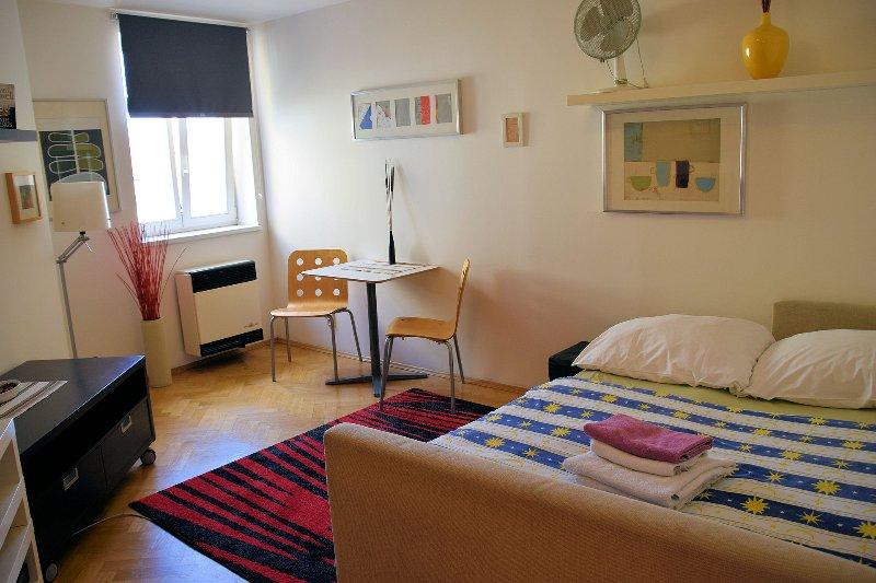 Bed/livingroom