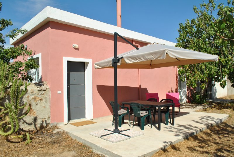 Farmhouse in Sardinia btw Orange and Olive Trees, vacation rental in Province of Medio Campidano