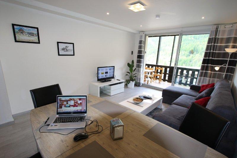 SERRE CHE 1350 appart neuf de 52m2 pour 4 personnes, holiday rental in Saint-Chaffrey