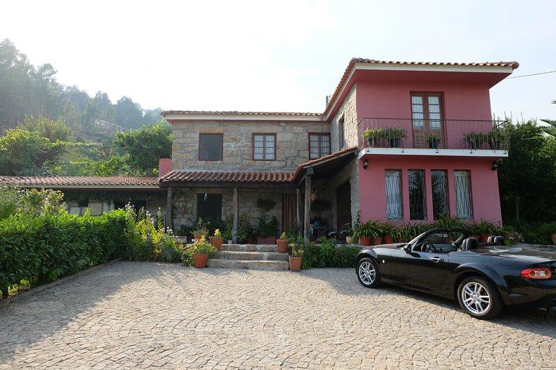 casa, patio e parcheggio / casa, patio e parcheggio