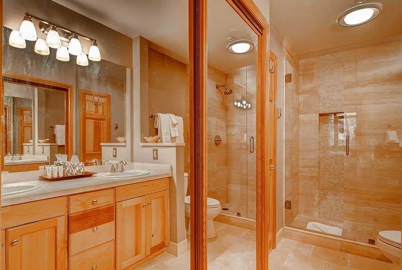 10-Highlands-Lodge-300-Bath-A2.jpg