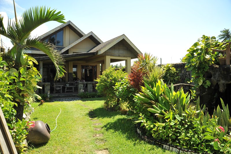 Baler Beachfront House, location de vacances à Baler