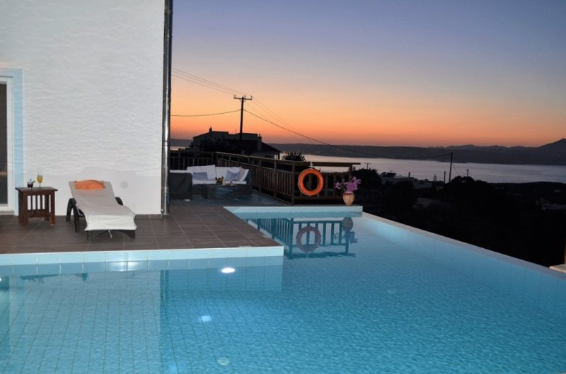 crystal clear infinity pool, sea and sunset views, full privacy!