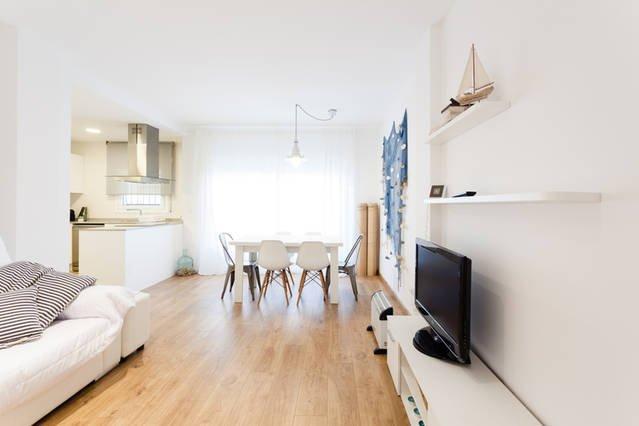 Apartamento con piscina, wifi y parquing y licencia turistica, vacation rental in Vall-Llobrega