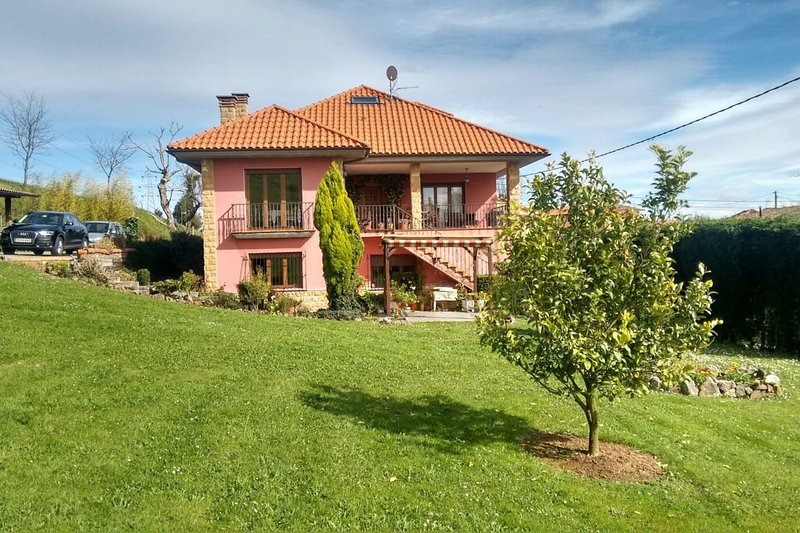 Casa Rural a 3 km de Oviedo, holiday rental in Oviedo