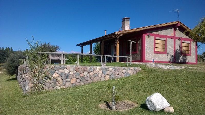 Cabaña del Alto Tupungato Mendoza alquiler turistico y vinos (CASA MALBEC), vacation rental in Province of Mendoza