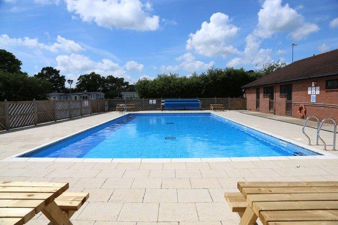 Zwembad in het Carlton vennen hier boek uw vakantie met het gezin.