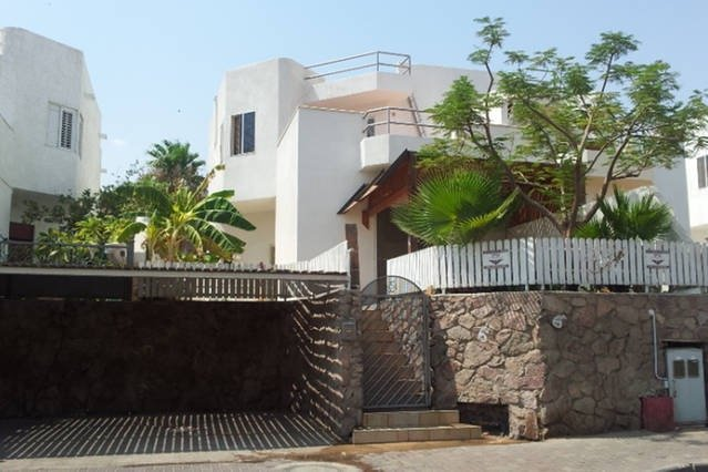 Eilat 7mn From Beach, Nice Studio with private entrance & garden, alquiler de vacaciones en Eilat