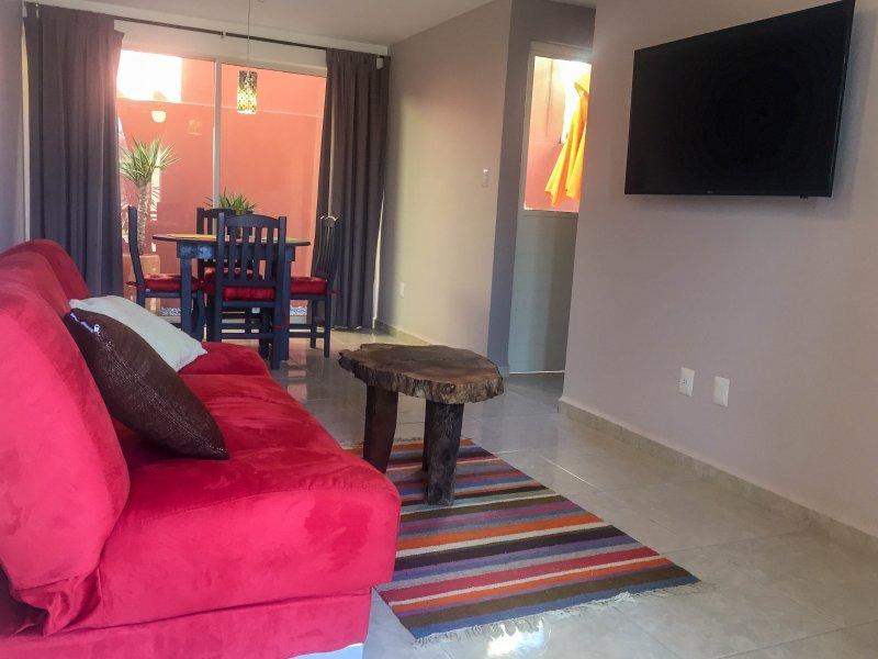 Beautiful Home in Tranquil Safe Neighborhood, holiday rental in El Santuario