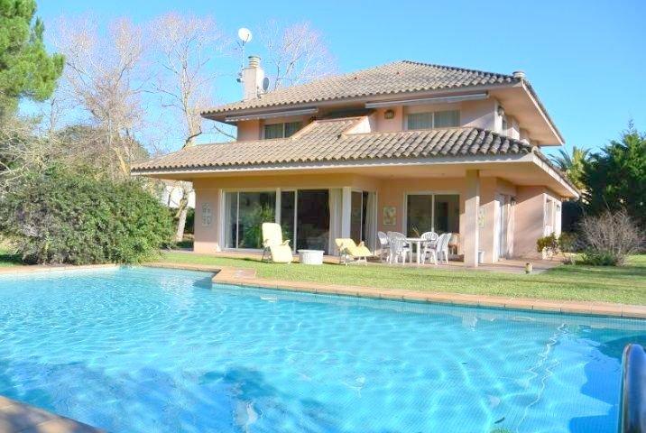Maison privée avec jardin et piscine