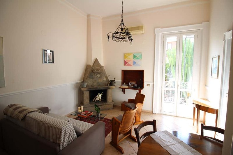 Charming apartment with balcony in liberty style villa - top location, Ferienwohnung in Gasponi
