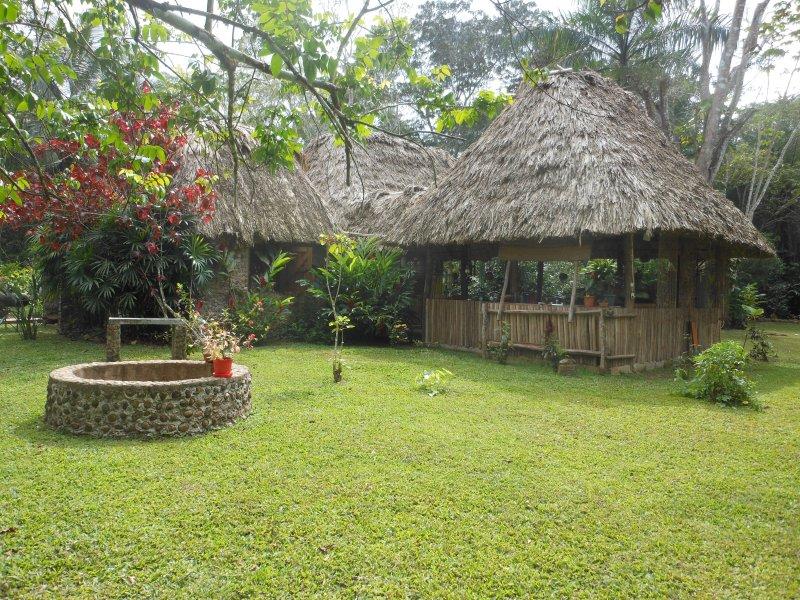 El restaurante y el bar tribal Maya