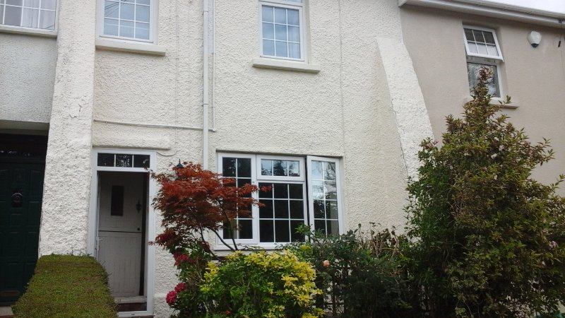 4 star three bedroom holiday cottage in pretty village close to Cardiff & coast, holiday rental in Penarth