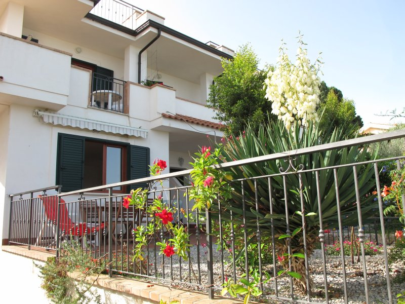Casa Margherita 2, sea view,  Parghelia, Tropea, Ferienwohnung in Tropea