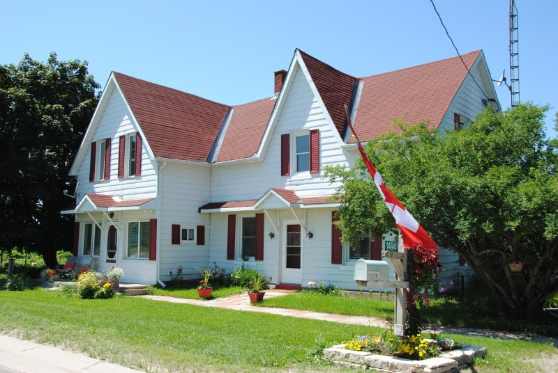 Ye Old Country Store Inn Enjoy Ski & Lake Country in Canada, holiday rental in Coldwater