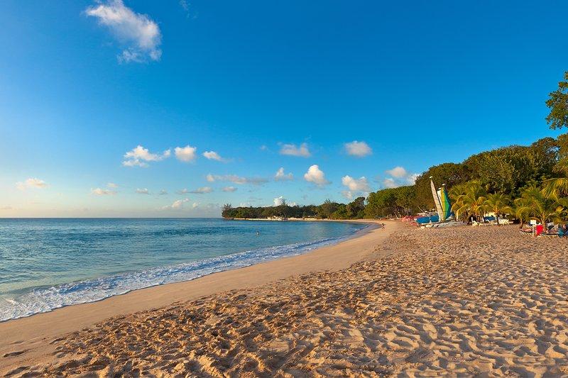 Het geweldige Sandy Lane Beach in de buurt