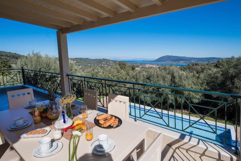 Aislado, sereno, entre olivos, con vistas panorámicas al mar!