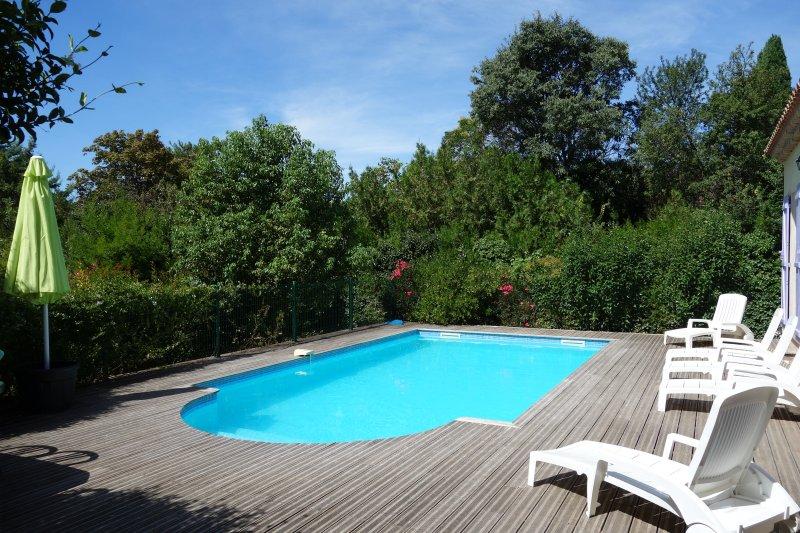 Spacieuse villa climatisée avec piscine privée entre mer et montagne Hérault, Ferienwohnung in Corneilhan