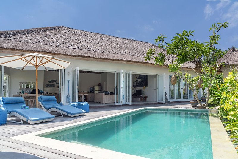 Escape - private two bedroom villa at Sandy Bay, vacation rental in Ped