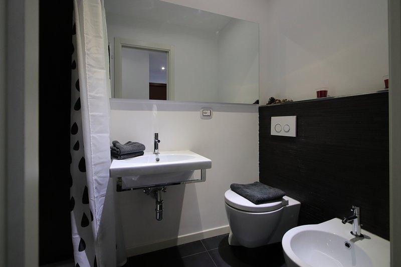 Deuxième salle de bain avec douche