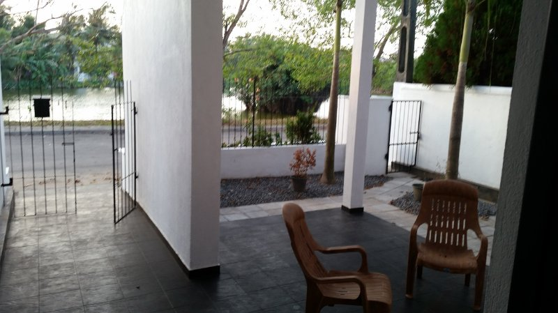 Holiday Home 3 AC Rooms- Ja-Ela, Sri Lanka (house given to one party at a time), Ferienwohnung in Gampaha