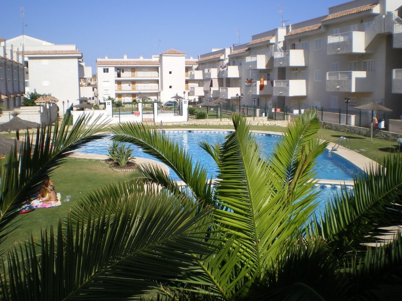 Amazing apartment with shared pool, location de vacances à Aguilas