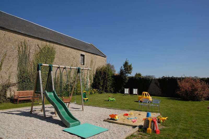* The Farm Longues_1 * - common outdoor games walled