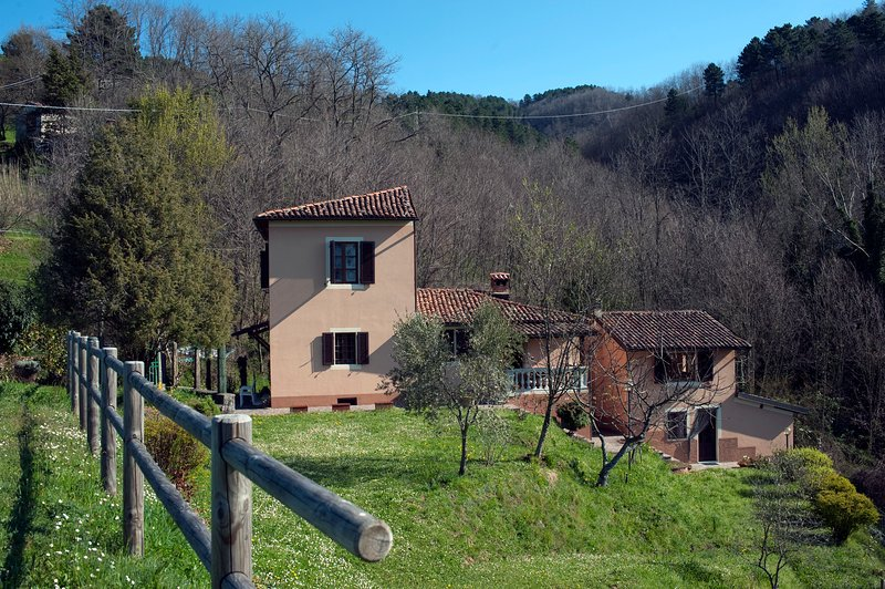 Chiesetta: an intimate villa in the mountains of the Garfagnana, Tuscany., holiday rental in Tiglio Basso