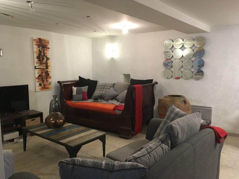 Casa de estilo y decoradas con gusto. Una estancia en el tranquilo y apacible.