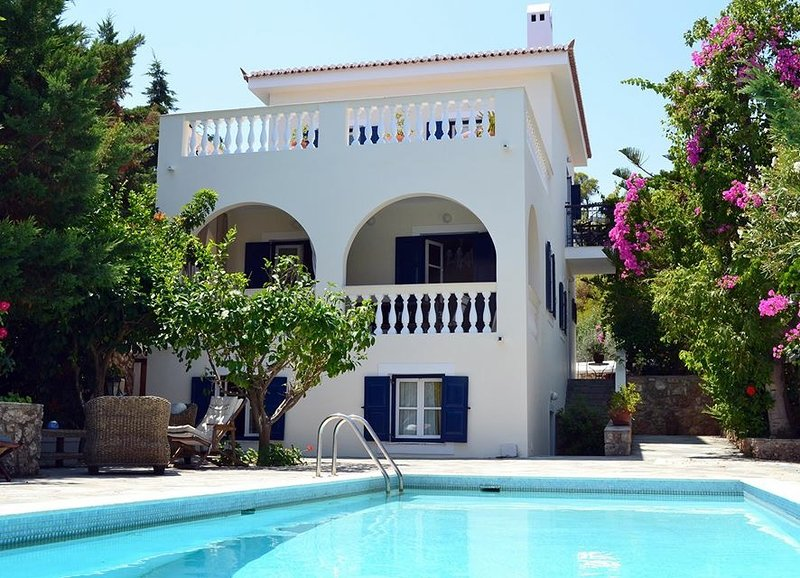 Lux Villa-Spetses with pool-Sea view-very quiet, holiday rental in Kosta