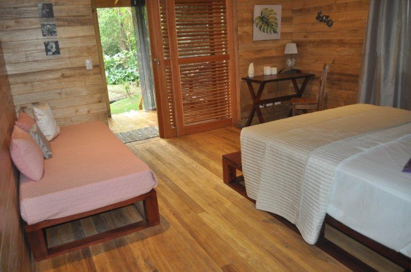 Natura Lodges: Tokoriki, vacation rental in Ojochal