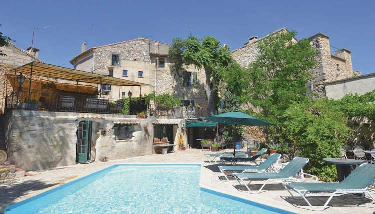 Petit Maison - St Maximin villa in Provence with private pool, sleeps 9, location de vacances à Sanilhac-Sagriès