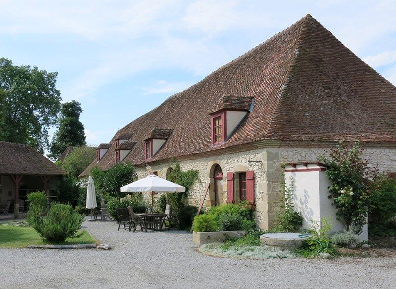 Chateau Embourg 3. Appartement's: Paradies für Familien, Ort zum Entschleunigen, holiday rental in Chantenay-Saint-Imbert